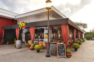 Taverna Opa Orlando celebrates 10 years of success
